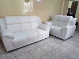 Sofá lindo, quase sem uso.