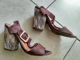 Título do anúncio: Sapato Feminino Salto Alto 11cm Silvia Rabelo n° 35 Marrom