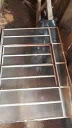 Título do anúncio: Vendo janela de ferro medindo, 1.50 largura por 1.10 de altura. Valor 100 reais ..