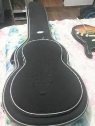 Vendo um semicasse pra violão nylon, está bem conservado.