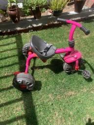 Vendo triciclo da marca bandeirantes