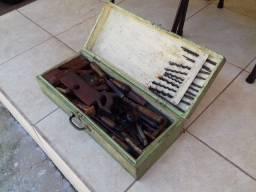 Caixa de Ferramentas Antigas de Carpinteiro RELÍQUIA