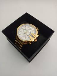 Relógio masculino dourado grande funcional