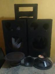 """Duas caixas de som com dois alto falantes de12"""""""