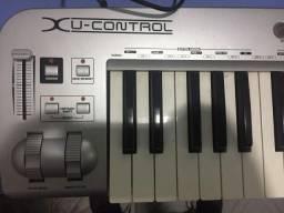 Teclado Controlador Behringer USB MIDI U-Control UMX61
