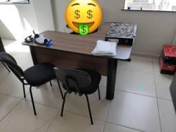 Vendo Mesa em L com 2 gavetas sendo uma com chaves seminova