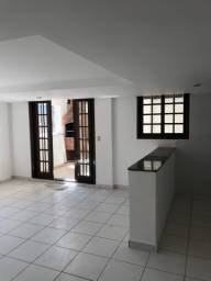 Ótimo dois quartos sem condomínio em Botafogo