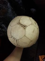 Bolas basquetes, 1 futebol