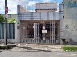Casa com 4 Quartos à Venda, 170 m² por R$ 350.000