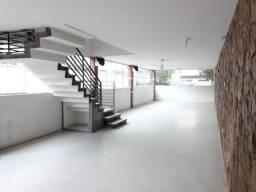 Encruzilhada - Sobrado, sala ampla, 3 dormitórios, 1 suíte, 4 banheiros e 2 vagas