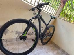 Vendo - Bicicleta Caloi aro 29 já com os acessórios de segurança,usada 03 vezes
