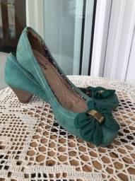 Sapatos e sandália.