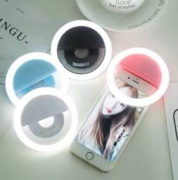 Título do anúncio: Ring light com três níveis de intensidade. Possui bateria interna recarregável