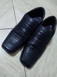 Vendo Sapato Social semi-novo pouco usado.