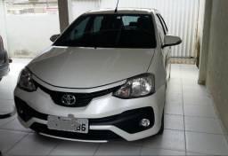 Toyota Etios platinum 1.5 automatico, aceito troca por carro mais volta - 2017