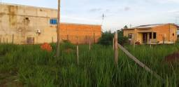 Terreno 12 por 25con apartamento em construção Barrio lagoa azul