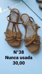 Sapatos novos e semi