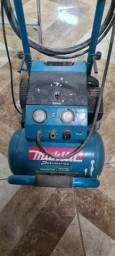Vendo compressor makita