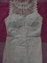 Vestido branco de renda e tule