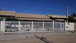 Casa para locação diária R$ 240,00, com acomodação para até oito pessoas.
