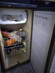 Vendo frezzer gelando muito