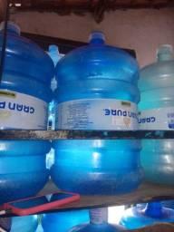 Título do anúncio: Vende se garrafão pra pessoa q trabalha fazendo jarros