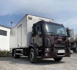 Título do anúncio: caminhão ford cargo 1519 2013 com baú