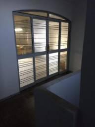 Amplo apartamento sobre loja vila Canaã
