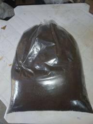 5kg de húmus de minhoca puro(com muitos filhotes de minhocas)