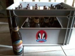 Grade de Cerveja com Garrafas Vazias