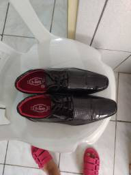 Sapato novo, número 39, couro sintético