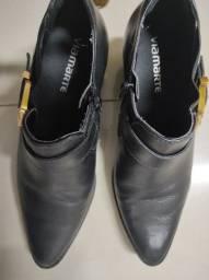 Vendo botas 100,00 as duas