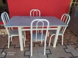 Vendo mesa de 4 cadeiras tamanho maior pedra de granito bem pesada mesa reforçada