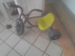 Título do anúncio: Vendo triciclo pedal.