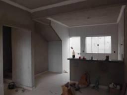 C111 - Casa com dois dormitórios com lavabo e banheiro social