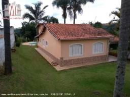 Linda chácara com 03 dormitórios, piscina, espaço gourmet, pomar , ótimo bairro