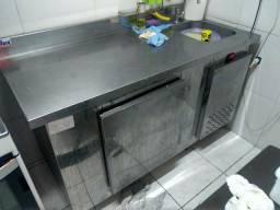 Balcão de INOX refrigerado c/ PIA 220v