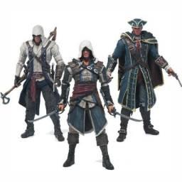 Boneco Assassins Creed 4 Bandeira Negra 14cm (diversos modelos)