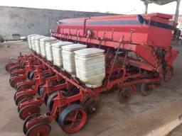 Plantadeira de Soja e Milho Semeato