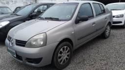 Clio sedan 1.0 16v com ar condicionado