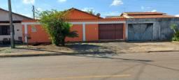 Título do anúncio: Casa ampla 3 quartos, com uma suíte, área de 403 m², setor Jardim Mont Serrat