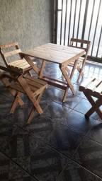 Mesinha e cadeiras de madera de palets
