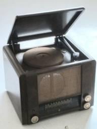 Título do anúncio: Radiola com rádio antiga de madeira raridade