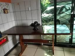 Título do anúncio: Vende se jogo de mesa de madeira Angelim com 5 cadeiras .