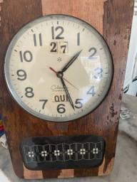 Antigo relógio parede calendar funcionando