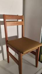 Cadeira em madeira maciça