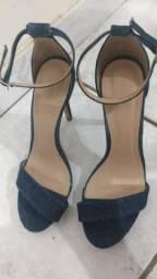 Vendo sandália guapa tiras jeans salto fino