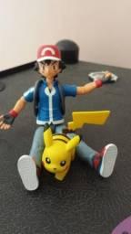 Bonecos Ash e Pikachu