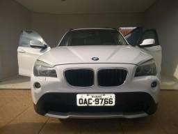 Vendo ou troco em carro de menor valor BMW X1 sdrive 2.0 18i 4x2 2011 completa - 2011