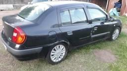 Barbada Clio sedan de R$12.451,00 por R$6.000,00 - 2007